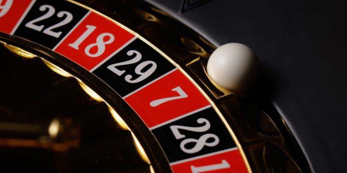 7 Διαφορές μεταξύ online και επίγειου καζίνο - ποιο να επιλέξετε;